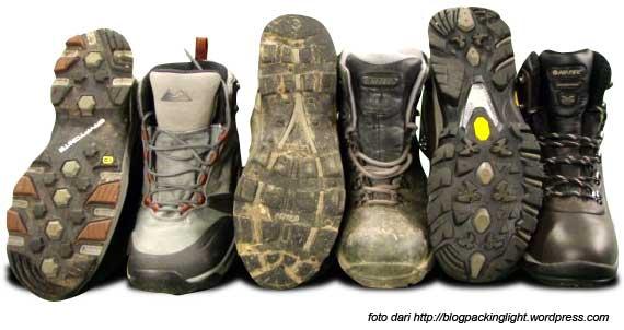 Sepatu Untuk Mendaki Gunung  ec301a36cd